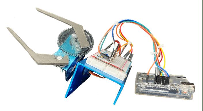 Fig.  25 – Configurazione dell'Arduino uno con i servo, il ricetrasmettitore e la pinza.
